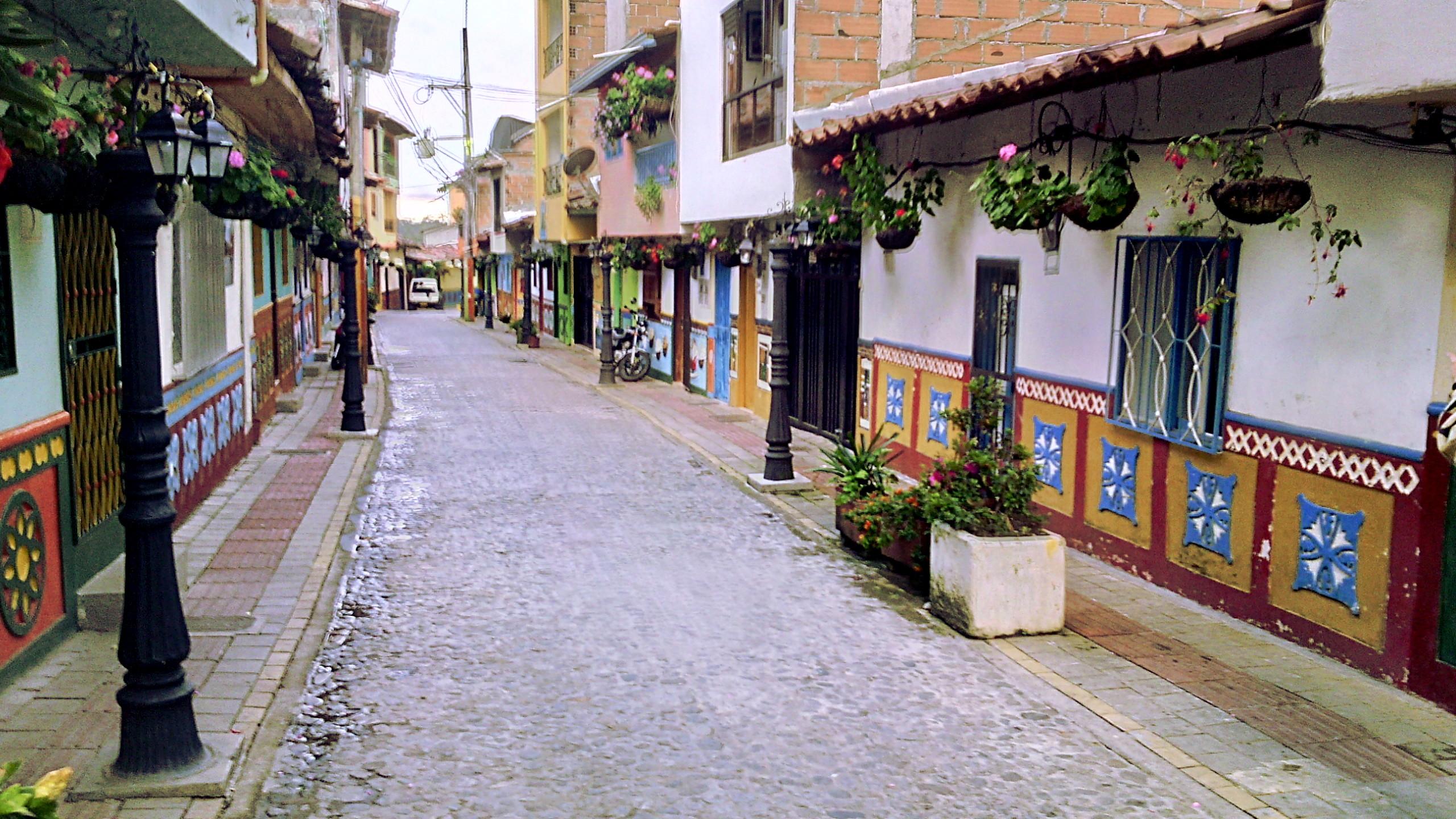 ruas-guatape